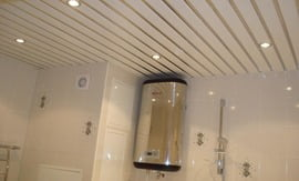 Монтаж реечного потолка в ванной комнате - 5vodnom
