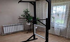 Установка напольного турника в квартире