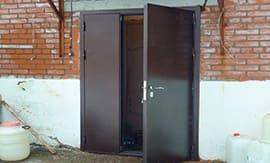 Установка двухстворчатой железной двери