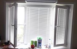 Установка жалюзи на пластиковые окна в Москве